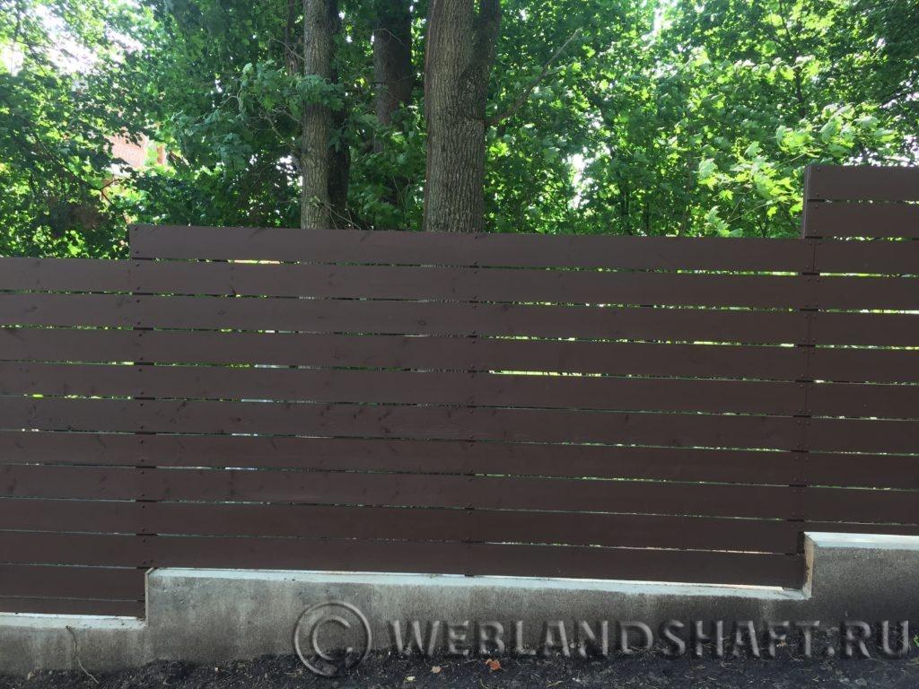 Забор окрашенный Тиккурила винха 2665