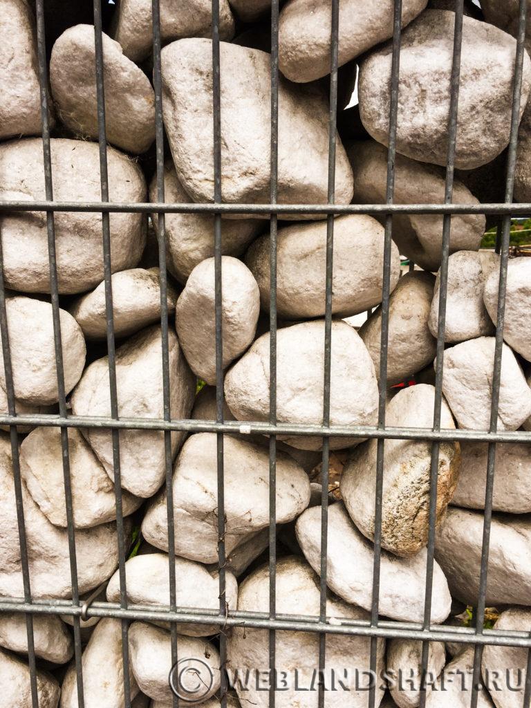 Небрежная укладка камня